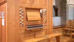 A new organ, by the master organ maker, Bernard Aubertin, was inaugurated in the Auditoire in 2014